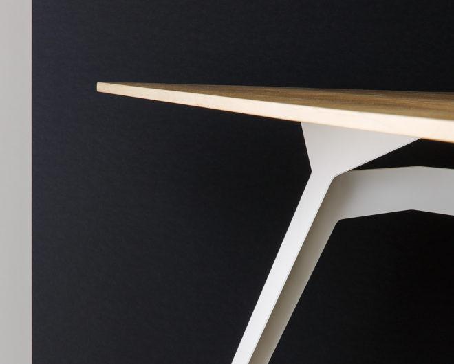 Tische von Stückwerk individuell und nach Maß
